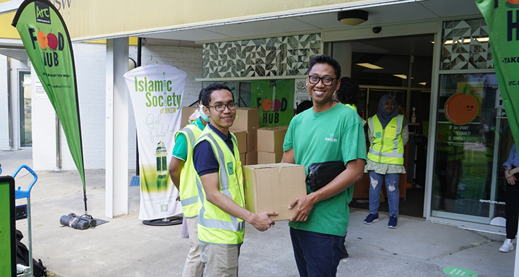 ISOC students with food hampers